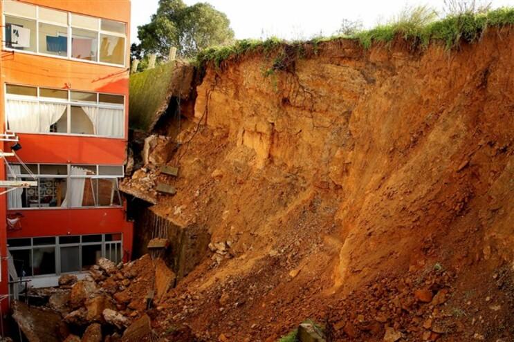 Câmara admite reparar muro que ruiu no Cacém e imputar custos ao proprietário