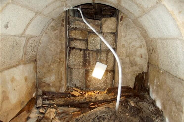 Cripta do século XVIII, com pelo menos dez sepulturas, descoberta durante as obras na Igreja dos Clérigos
