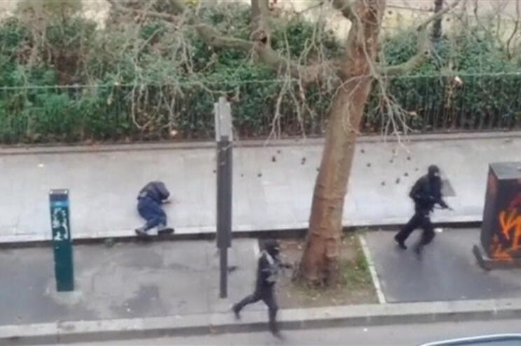 Dois homens armados executaram um polícia e fugiram