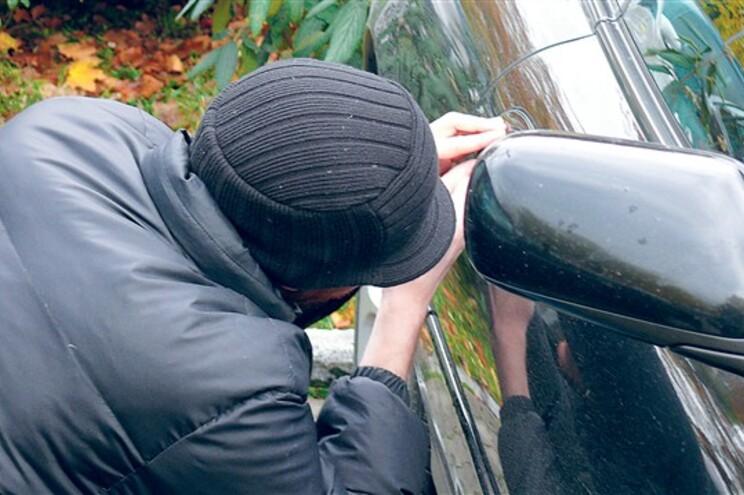 Arguidos andaram um ano a viver de furtos em automóveis