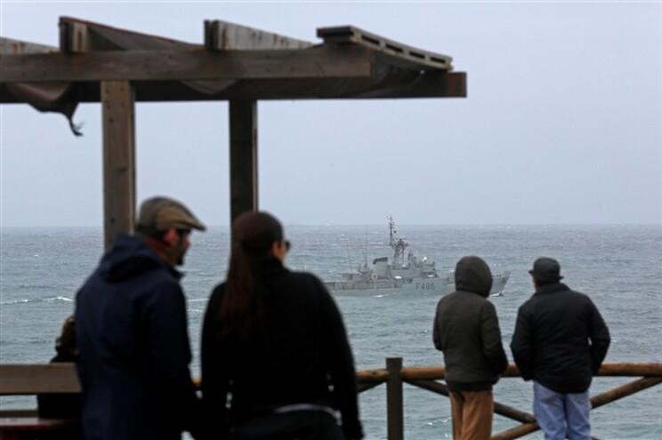 Para o local estão destacados elementos da Polícia Marítima, bombeiros voluntários e Proteção Civil