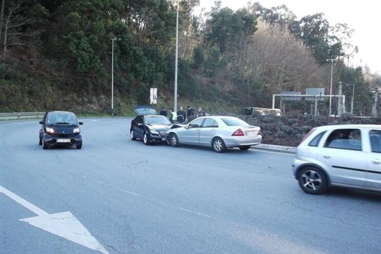 Choque entre os dois carros foi inevitável
