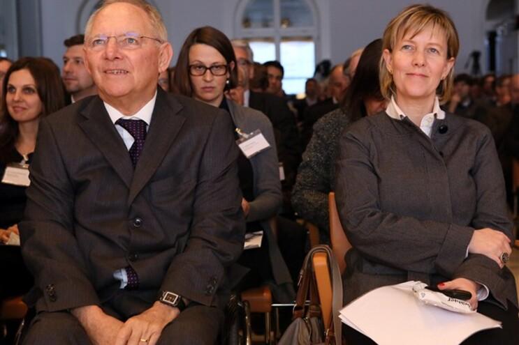 """Schäuble garantiu ainda que a UE sempre foi """"flexível"""" em renegociar """"uma e outra vez"""" com os países"""