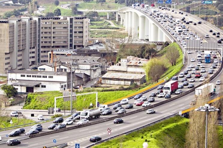 Quase 67 mil Automóveis entram diariamente no Porto