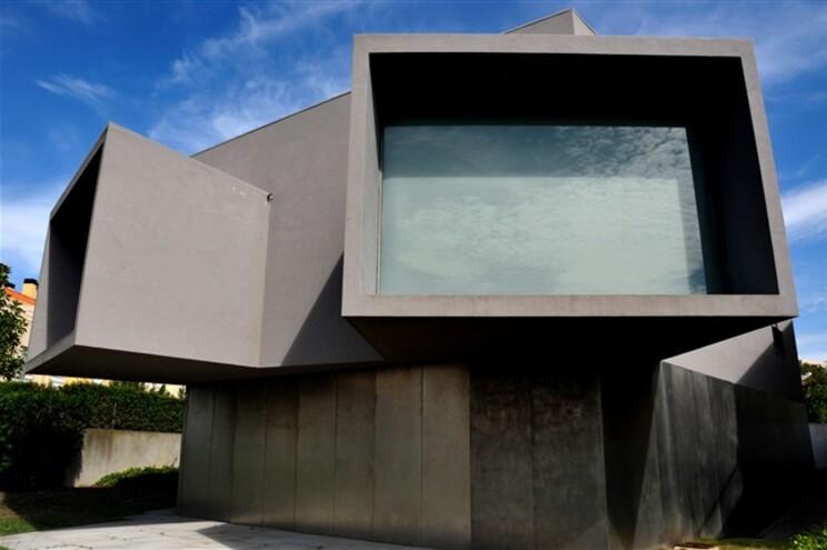Edifício projetado por Eduardo de Souto Moura nunca teve utilização
