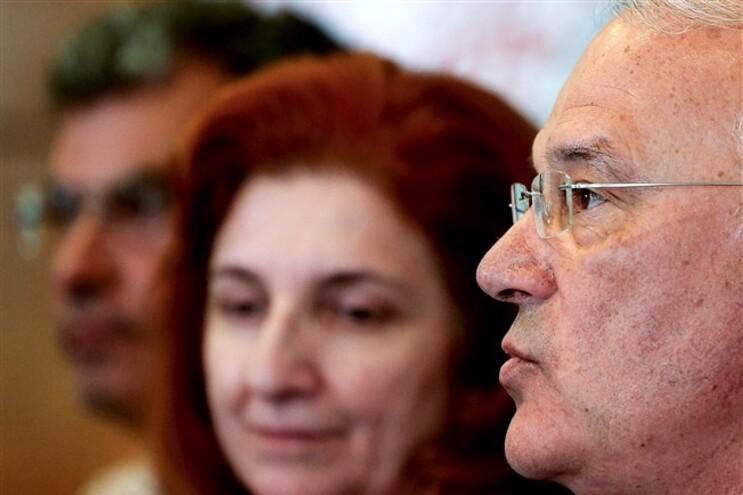 As medidas confirmam que a política do memorando da troika continua e os trabalhadores e reformados continuam