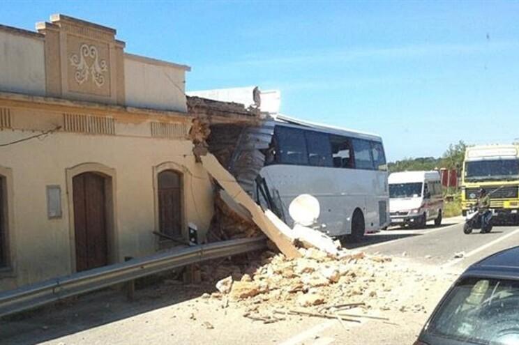 Despiste de autocarro em Albufeira causa um morto e oito feridos