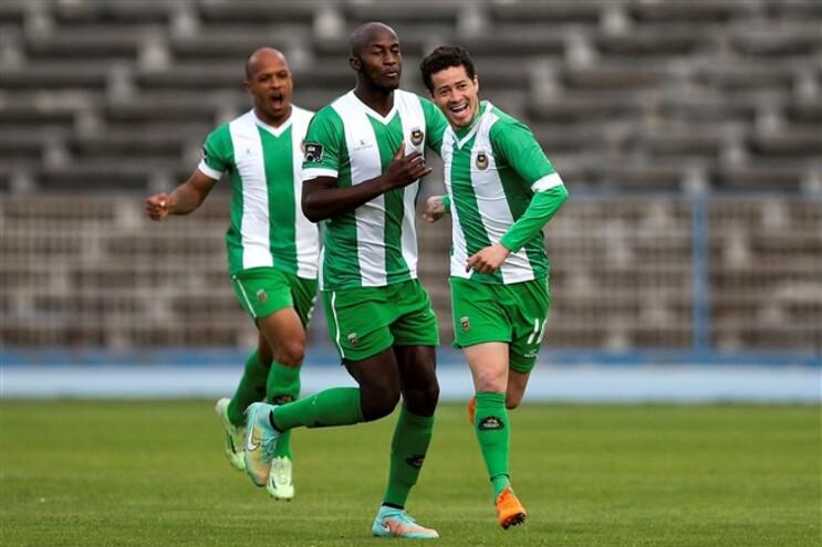 Diego Lopes (à direita na imagem) vai assinar pelo Benfica