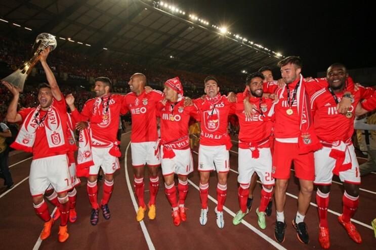 Benfica ergueu, em Coimbra, o 75º troféu da história do clube