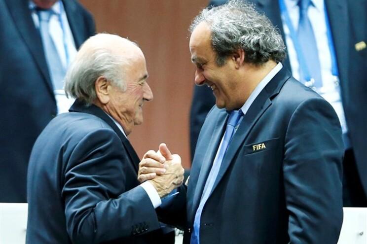 Blatter e Platini cumprimentaram-se sorridentes, apesar das desavenças