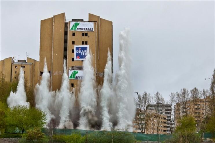 Duas das torres do Bairro do Aleixo foram demolidas em 2011 e 2013