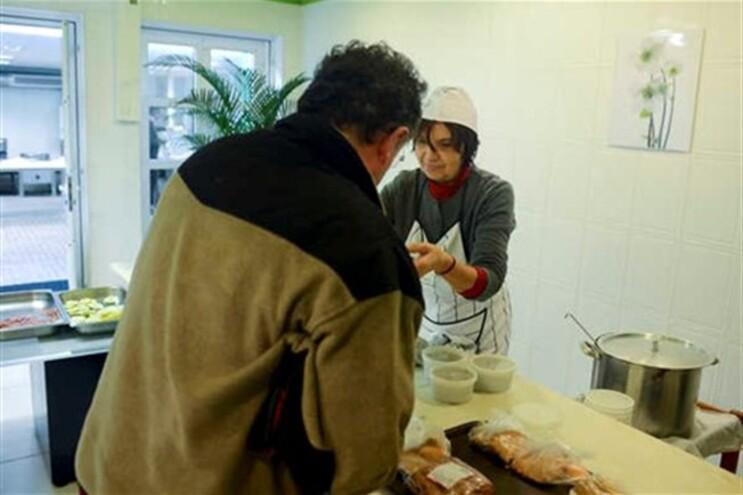Em março, o Fisco penhorou os alimentos servidos a famílias carenciadas pela associação de apoio social