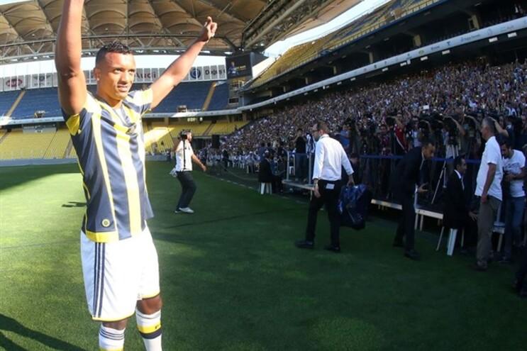 Nani agradece aos milhares de adeptos que assistiram à sua apresentação no estádio