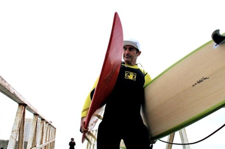 Quem quer surfar com McNamara no Porto?