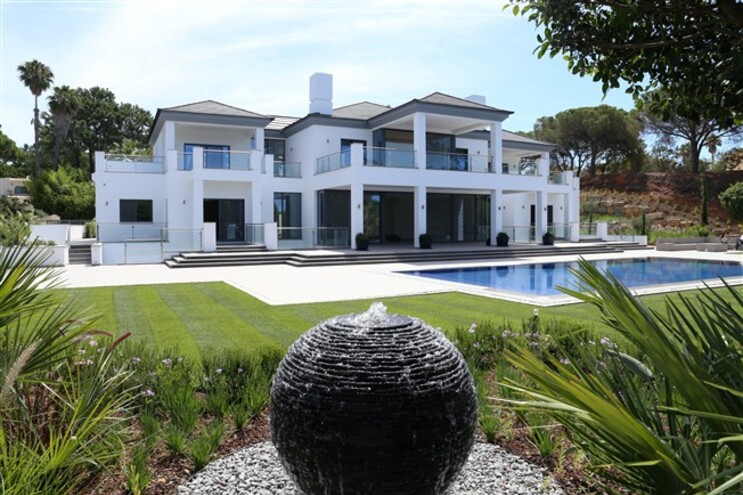Os preços de aquisição de uma casa neste resort de luxo começam nos 300 mil euros
