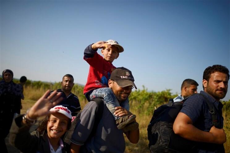Migrantes na fronteira entre a Grécia e a Macedónia