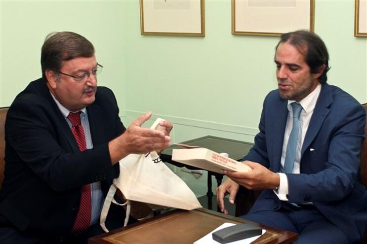 Carlos Silva da UGT com o presidente do Governo Regional da Madeira, Miguel Albuquerque