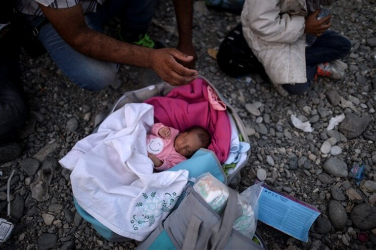 Recém-nascido num campo de refugiados