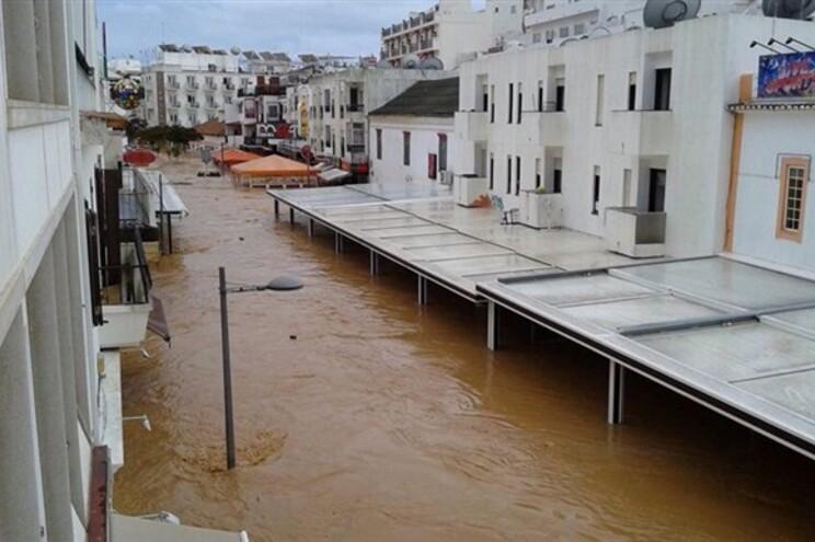 Várias pessoas desalojadas devido às inundações em Albufeira