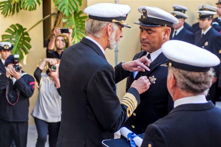 Agente Carlos Santos recebeu louvor e medalha de coragem