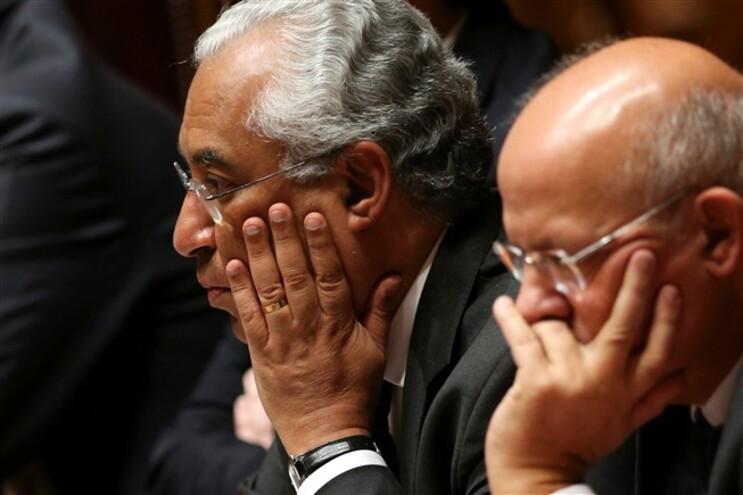 O Primeiro ministro, António Costa, acompanhado pelo ministro dos Negócios Estrangeiros, Augusto Santos