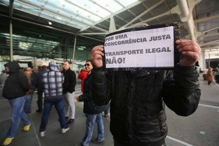 Taxistas têm protestado contra o serviço Uber