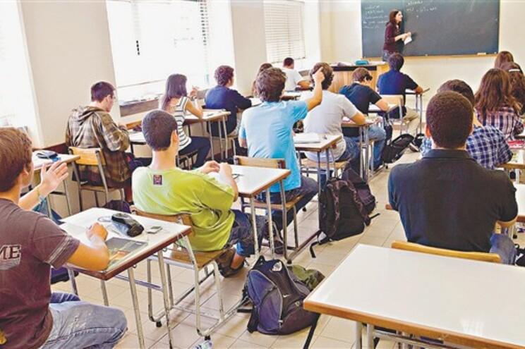 Ministério não sabe quantos professores estão de baixa