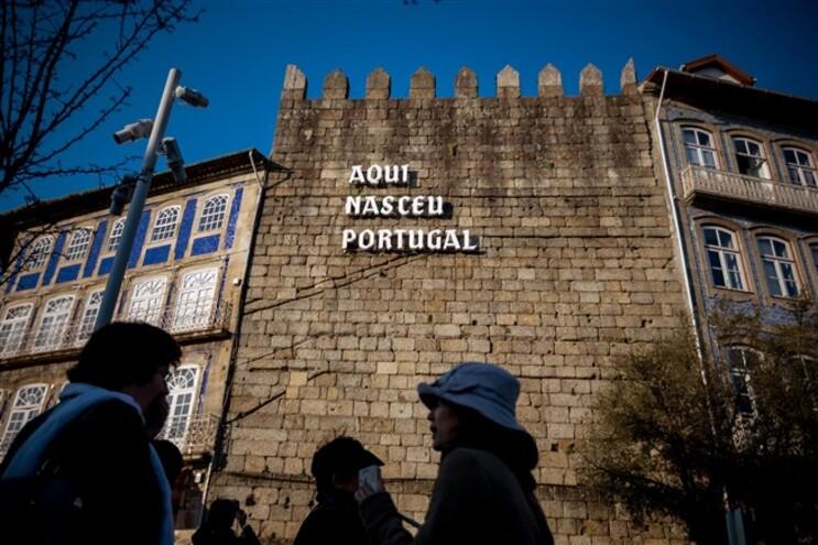 Vendida muralha onde nasceu Portugal
