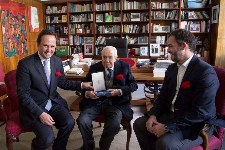 Cerimónia de entrega das chaves da cidade de Lisboa a Mário Soares