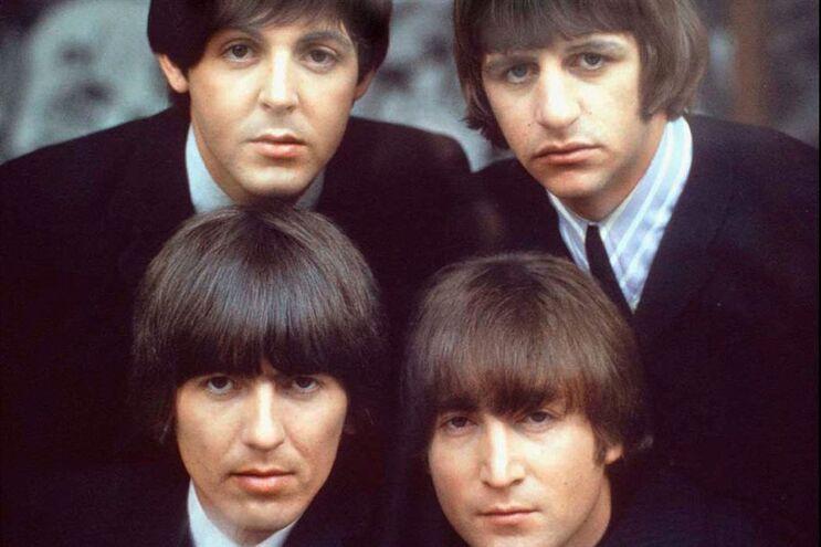 Colecionador Vítor Coutinho tem mais de 36 mil discos dos Beatles