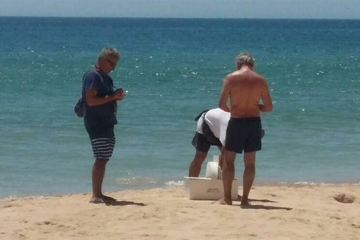Jornalista do JN confundido com fiscal das Finanças na praia