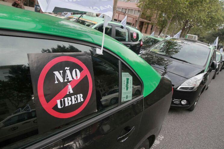 Taxistas já realizaram vários protestos contra a plataforma Uber