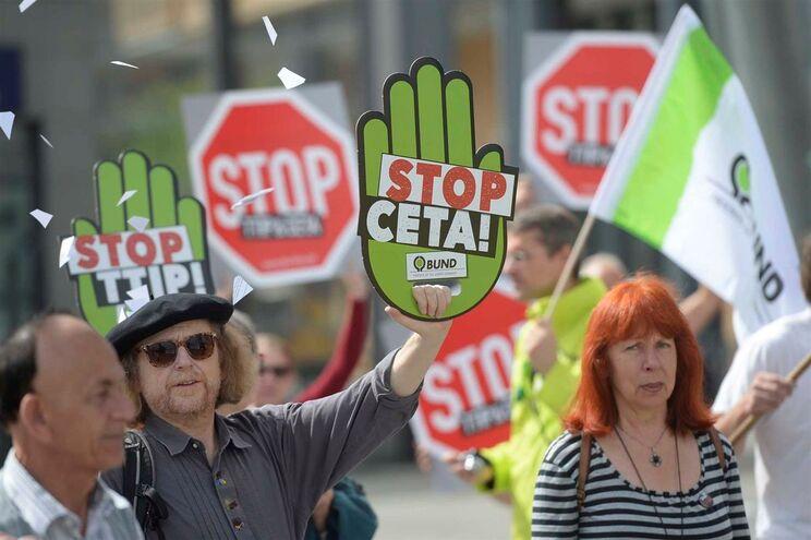 Tratado tem provocado grandes protestos em toda a Europa