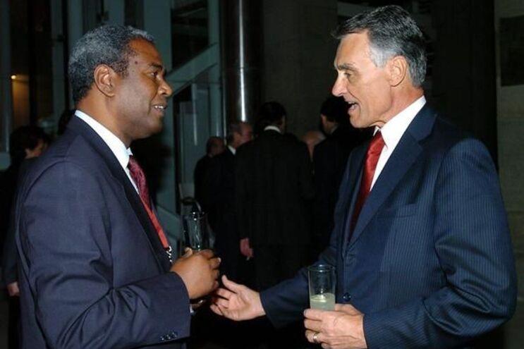 Mascarenhas Monteiro fotografado em 2004, num encontro com Cavaco Silva