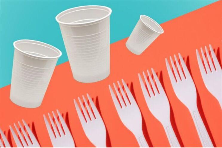 França proíbe a venda de copos, talheres e pratos de plástico
