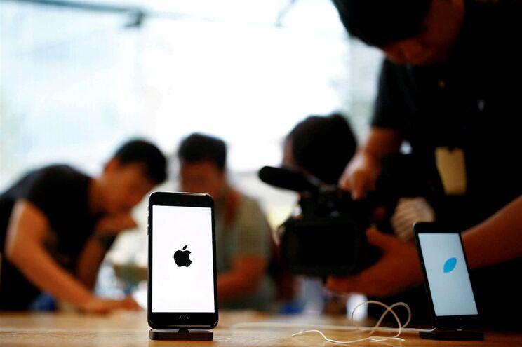 Convenceu 20 homens a darem-lhe um iPhone 7 e comprou uma casa