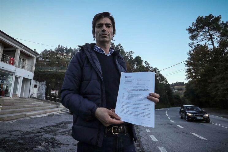 João Castro, proprietário de um estabelecimento contíguo à EN 205, em Cabeceiras de Basto, foi intimado