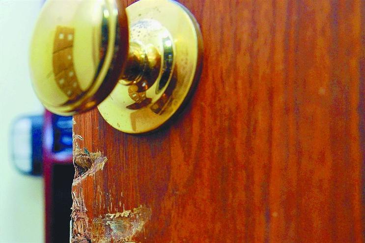 Arrombamento de portas é um dos principais métodos de assalto detetados
