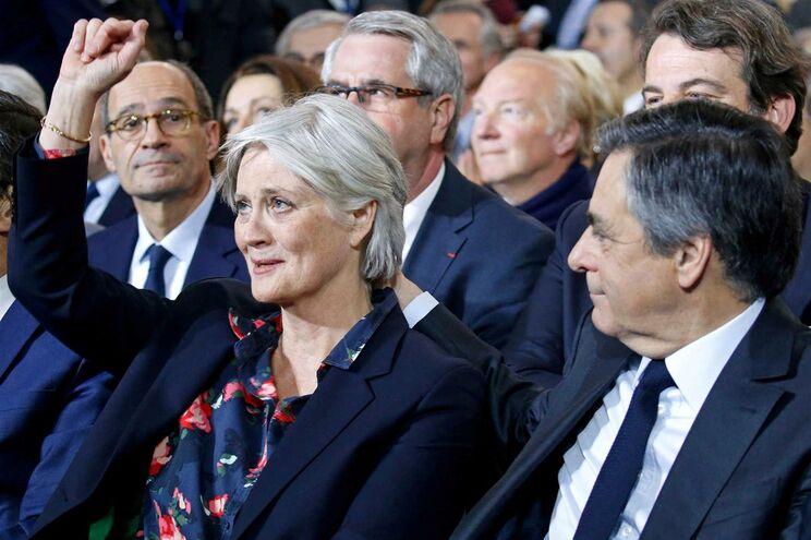 François Fillon, candidato às presidenciais francesas, com a mulher Penelope