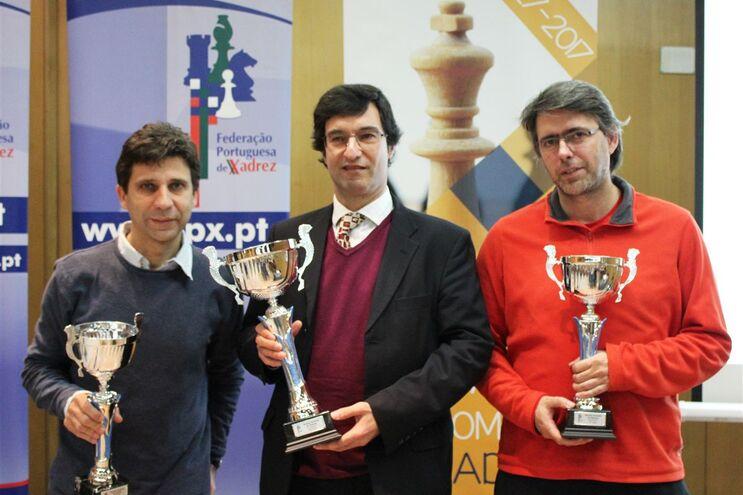 Luís Galego e António Fernandes, grandes mestres, e Sérgio Rocha, mestre internacional, contra a elite