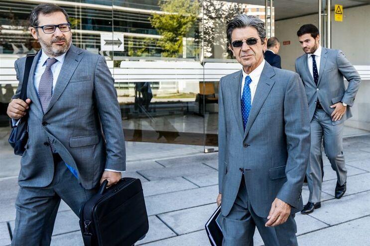 À direita, Manuel Maria Carrilho