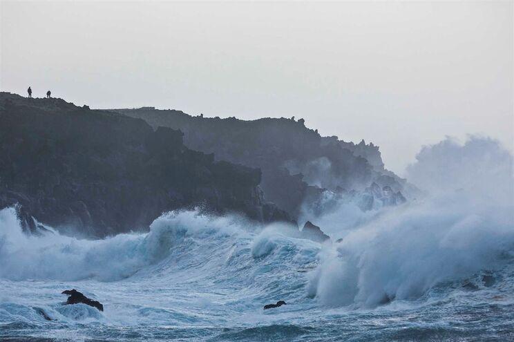 Ondas atingiram 13 metros na Madalena, Açores
