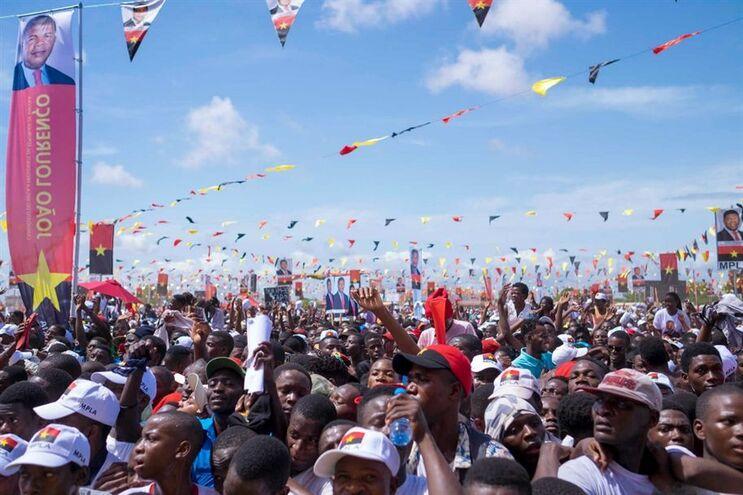 Comício do MPLA para apresentação do candidato do partido às eleições presidenciais de agosto de 2017