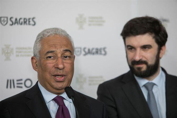 Primeiro-ministro, António Costa, com o ministro da Educação, Tiago Brandão Rodrigues