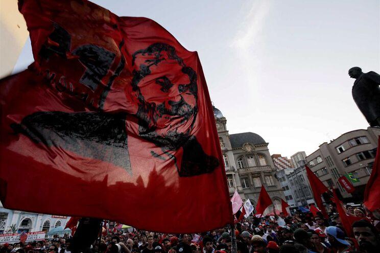 Apoiantes do ex-presidente Lula da Silva