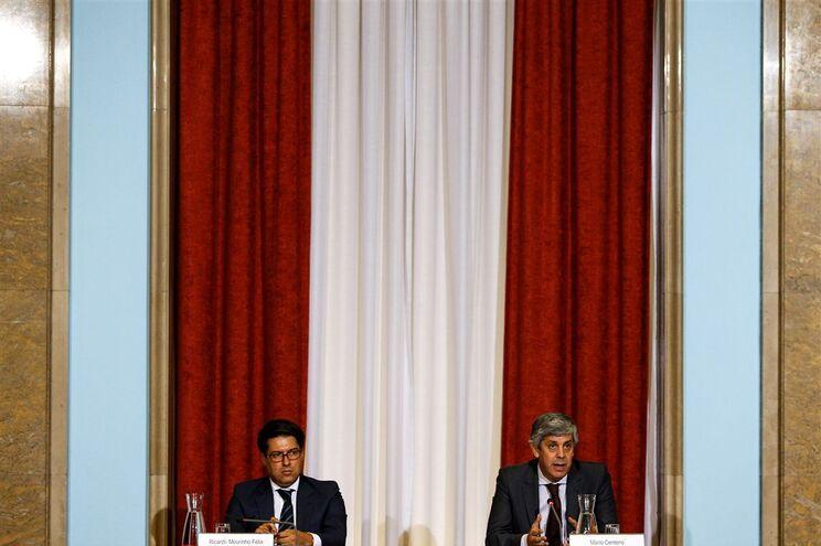 Secretário de Estado Adjunto do Tesouro, Ricardo Mourinho Félix, com o Ministro das Finanças, Mário Centeno