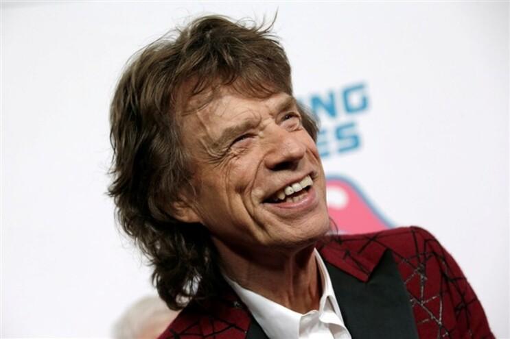 Mick Jagger namora com jovem 52 anos mais nova
