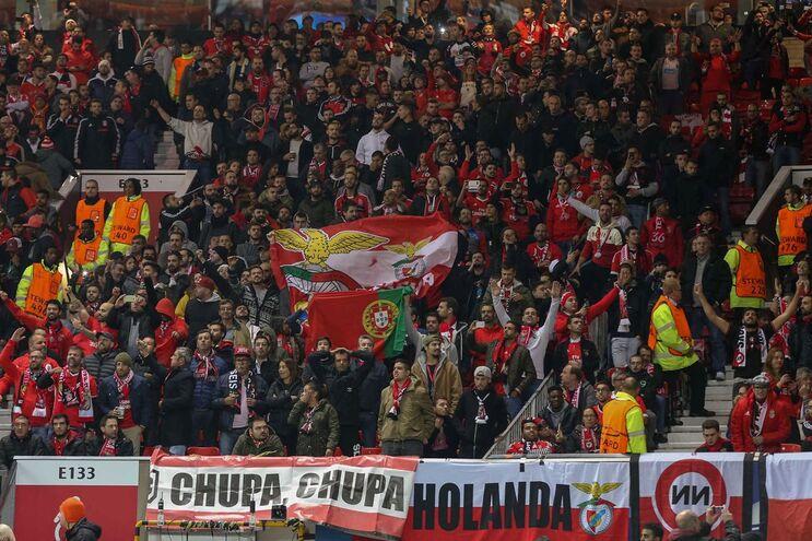 Comportamento dos adeptos volta a pôr o Benfica em maus lençóis na UEFA