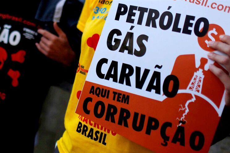 """""""Corrupção"""" é a palavra do ano para os brasileiros"""