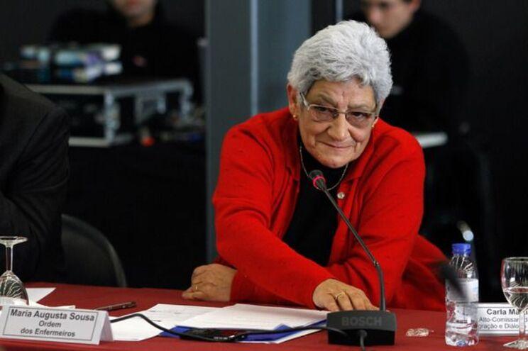 A ex-bastonária da Ordem dos Enfermeiros, Maria Augusta Sousa, é uma das subscritoras do documento de